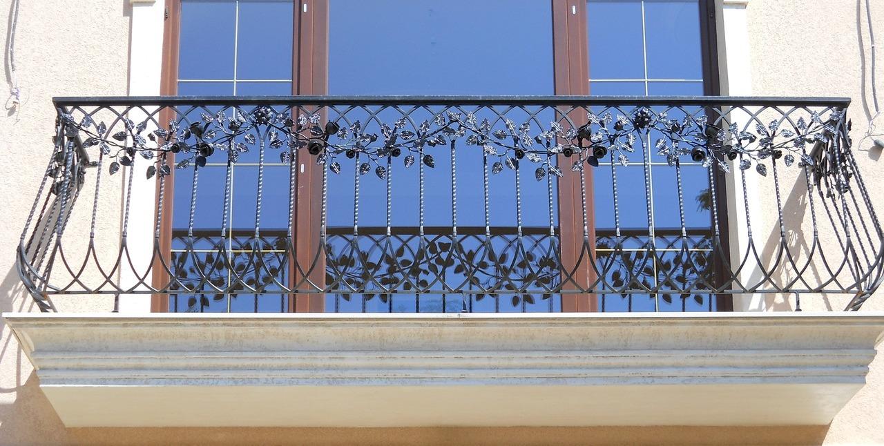 Кованые ограждения балконов металлические, кованые балконные.